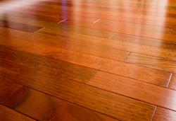 Силиконовые коврики, теплые полы и фетровые подпяточники защитят дорогие полы на кухне